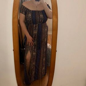 Maxi dress with leg slit and pockets